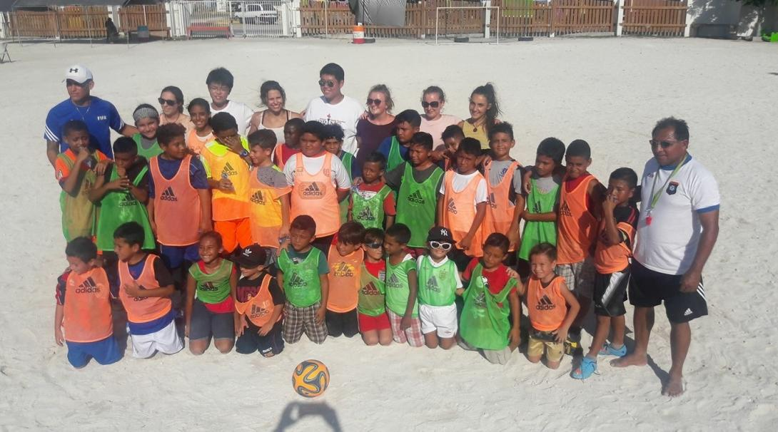 A Projects Abroad volunteer gets sports coaching work experience in Belize